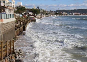 Faixa de areia sumiu no canto sul dos Ingleses | Foto: Emanuel Soares / Jornal Conexão Comunidade