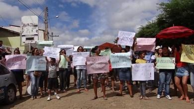 Photo of Manifestantes protestam contra gestão do prefeito do município de Canarana