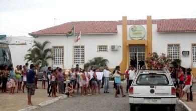 Photo of Itaberaba: Manifestantes ocupam prefeitura contra municipalização de colégio; confira vídeos