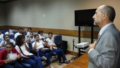 Photo of Alunos aprendem funções do Legislativo baiano com deputado comunista