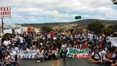 Photo of Chapada: Estudantes do Ifba em Seabra cobram estrada durante protesto