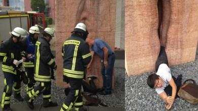 Photo of Mundo: Estudante de intercâmbio fica preso em estátua de vagina e precisa ser resgatado por bombeiros