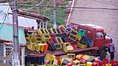 Photo of Chapada: Caminhão com carga de refrigerante tubaína perde controle e atinge casa em Baixa Grande