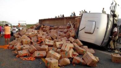 Photo of Chapada: Caminhão bate de frente em carro e uma pessoa morre em Baixa Grande