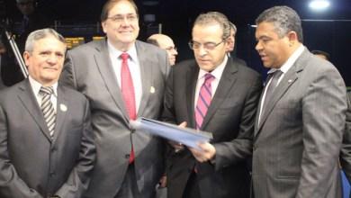 Photo of Henrique Alves recebe manifesto em favor da Política Nacional de Participação Social