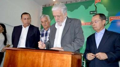 Photo of Governador e ministro assinam autorização para lançamento de licitação de estradas em Juazeiro