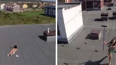 Photo of Mundo: Flagrada de topless por drone, mulher contra-ataca com vassoura; confira vídeo