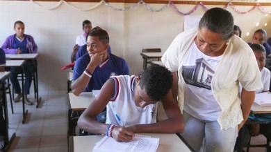 Photo of Transformar realidade de alunos incentiva atuação de jovens professoras