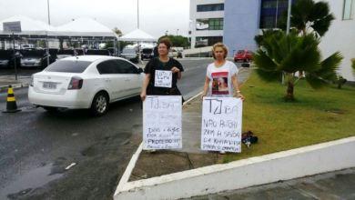Photo of Caso Kátia Vargas: mãe de Emanuel e Emanuelle faz apelo na porta do TJ