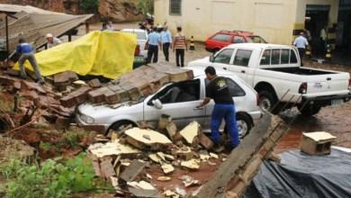 Photo of Brumado: Cinco carros são danificados após muro desabar com forte chuva
