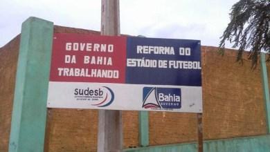 Photo of Chapada: Deputado explica placa de reforma de estádio em construção no município de Barra da Estiva