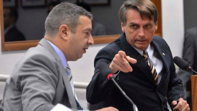Photo of Bolsonaro apresenta à Câmara pedido de impeachment de Dilma Rousseff