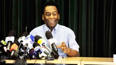 """Photo of """"Sou um homem de Três Corações, vai ser difícil eu morrer"""", diz Pelé após alta médica"""