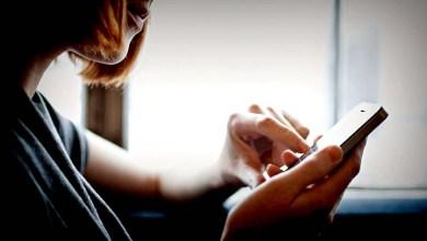 Photo of Mundo: 75% das mulheres acham que smartphones é um problema na vida amorosa, segundo estudo