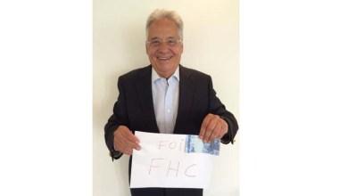 """Photo of FHC posa com cédula de Real e ironiza a presidente Dilma: """"Fui eu que fiz"""""""