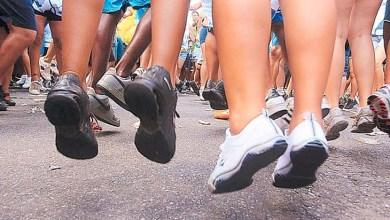 Photo of Foliões devem ter cuidado com os pés e usar tênis, alerta especialista