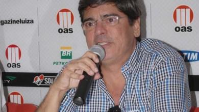 Photo of Carlos Falcão renuncia à presidência do Vitória; Silvonei Sales assume