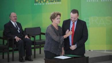 Photo of Dilma dá posse a ministro da Secom e defende liberdade de imprensa