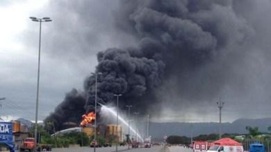 Photo of Vídeo: Tanque volta a pegar fogo em Santos após uso do 'cold fire'