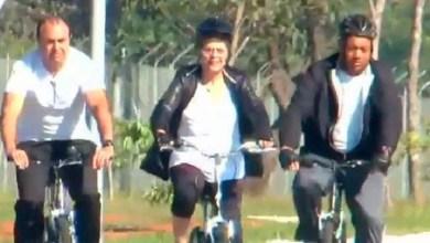 Photo of Dilma passeia de bicicleta por Brasília sem ser reconhecida; confira vídeo