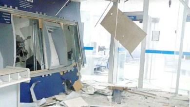 Photo of Bahia: Quadrilha explode caixas eletrônicos e teto de agência desaba em Irará