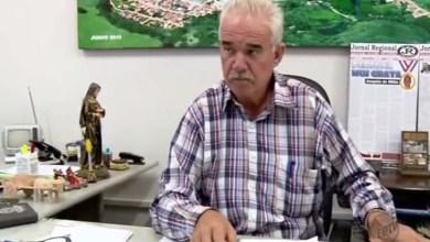 Photo of Brasil: Prefeito pega vassoura e faz faxina para economizar em cidade de Minas Gerais