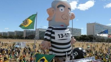 Photo of Grupo gasta R$ 12 mil para fazer boneco gigante de Lula preso