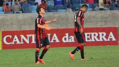 Photo of Vitória ganha a quarta partida seguida e ainda é líder da Série B
