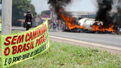 Photo of Brasil: Caminhoneiros mantêm protestos e bloqueiam rodovias e pedem a saída de Dilma