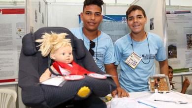 """Photo of Estudantes da rede estadual criam """"cadeira anti-esquecimento"""" para crianças"""