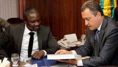 Photo of Governador baiano e rapper Akon firmam parceria para fornecimento de energia solar