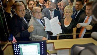 Photo of Após confusão na Câmara, oposição tem 1ª vitória no caminho para o impeachment