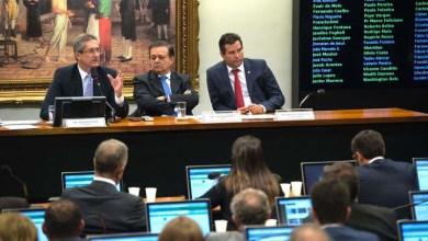 Photo of Comissão do impeachment decide não incluir delação de Delcídio no processo