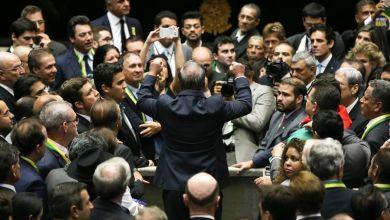 Photo of Religiosos criticam citações a Deus na sessão da Câmara que votou impeachment