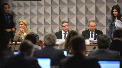 Photo of Comissão do Impeachment aprova nomes que farão defesa e acusação de Dilma