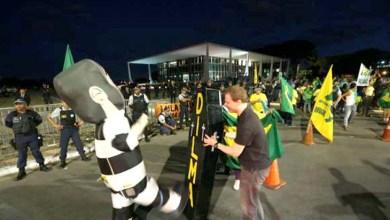 Photo of Brasília: Manifestantes fazem ato na Esplanada a favor do impeachment