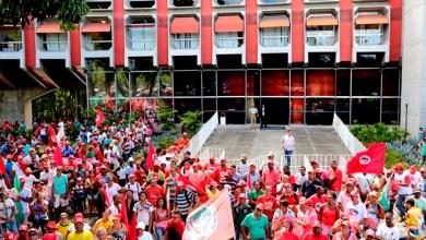 Photo of Bahia: Quatro mil integrantes do MST ocupam a governadoria e pautam a reforma agrária