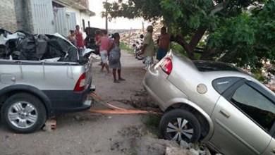 Photo of Chapada: Automóvel fica pendurado após manobra em Jacobina; veja fotos