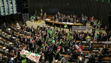 Photo of Deputados decidem se denúncia contra Dilma será aceita; votação começa às 14h