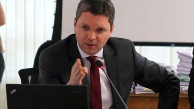 Photo of Depois de divulgação de áudio, ministro da Transparência pede demissão do cargo
