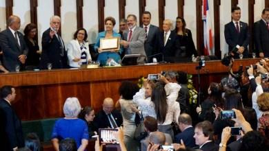Photo of Dilma recebe título de cidadã baiana e detona o governo Temer; veja como foi