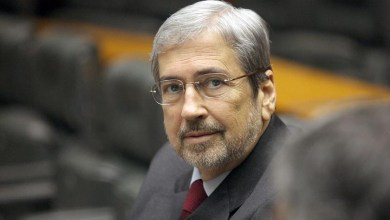 Photo of Parlamentar flagrado com um saquinho no Senado diz que o conteúdo era açúcar