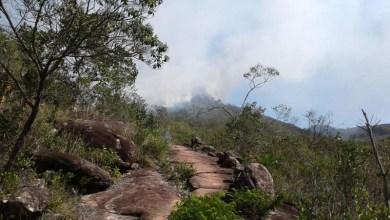 Photo of Chapada: Fogo em Andaraí retorna com força devido ao sol, mas brigadistas contêm uma das cabeças