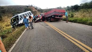 Photo of Chapada: Colisão entre caminhão e micro-ônibus deixa seis feridos na BA-131