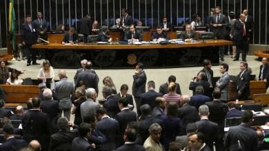 Photo of Deputados reformulam projeto e aprovam texto-base com 'medidas de combate à corrupção'