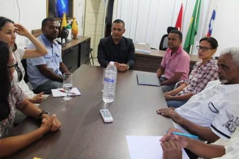 O prefeito Valdes Brito recebe ambientalistas da Chapada - FOTO - Divulgação-Ascom