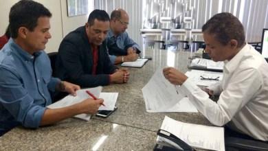Photo of Chapada: Prefeito e deputado conseguem instalação de energia em Unidade de Saúde de Itaetê