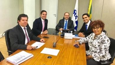 Photo of Chapada: Prefeito de Itaberaba pede melhorias para o setor de saúde em reunião com ministro