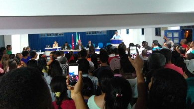 Photo of Chapada: Câmara de Vereadores em Itaetê é ocupada por 400 manifestantes; confira vídeo