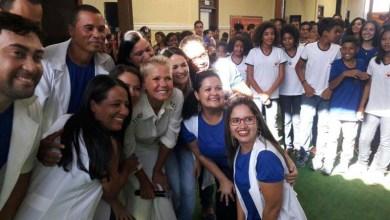 Photo of #Bahia: Xuxa visita fazenda no município de Irecê e faz a alegria de crianças